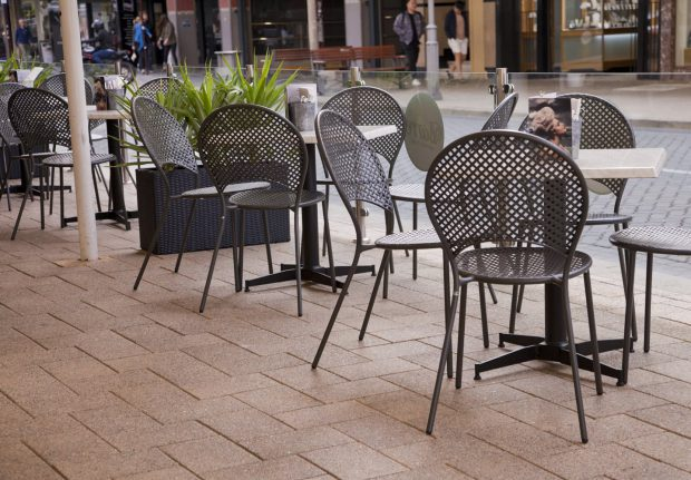 His Majesty's Theatre - outdoor dining with NOROCK's Parkway self-stabilising table base