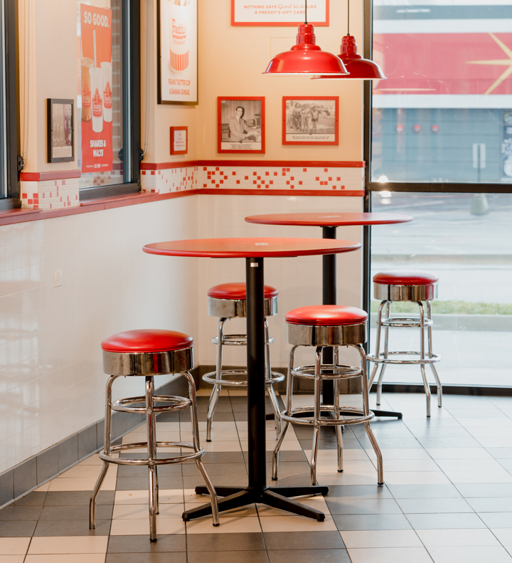 USA: Freddy's Frozen Custard and Steakburgers and NOROCK self-stabilzing table bases